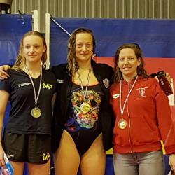 """Chloé SABATIER: Médaille de Bronze [ 400 4N : 5 ' 07 """" 93 ]"""