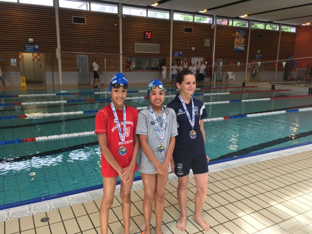 Yasmina BOGTOB (Médaille d'Argent)  Sabrine BENDAKAK  (Médaille d'Or) : Finale Départementale Natathlon  - ANCIZES -24 juin 2018